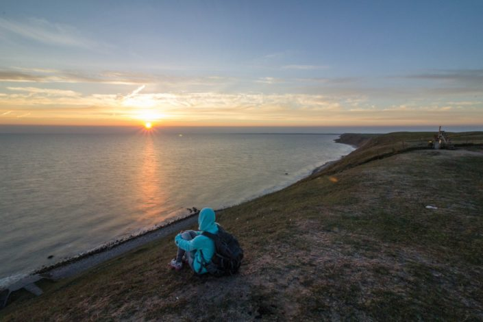 Caterina genießt den Sonnenuntergang bei Ales Stenar