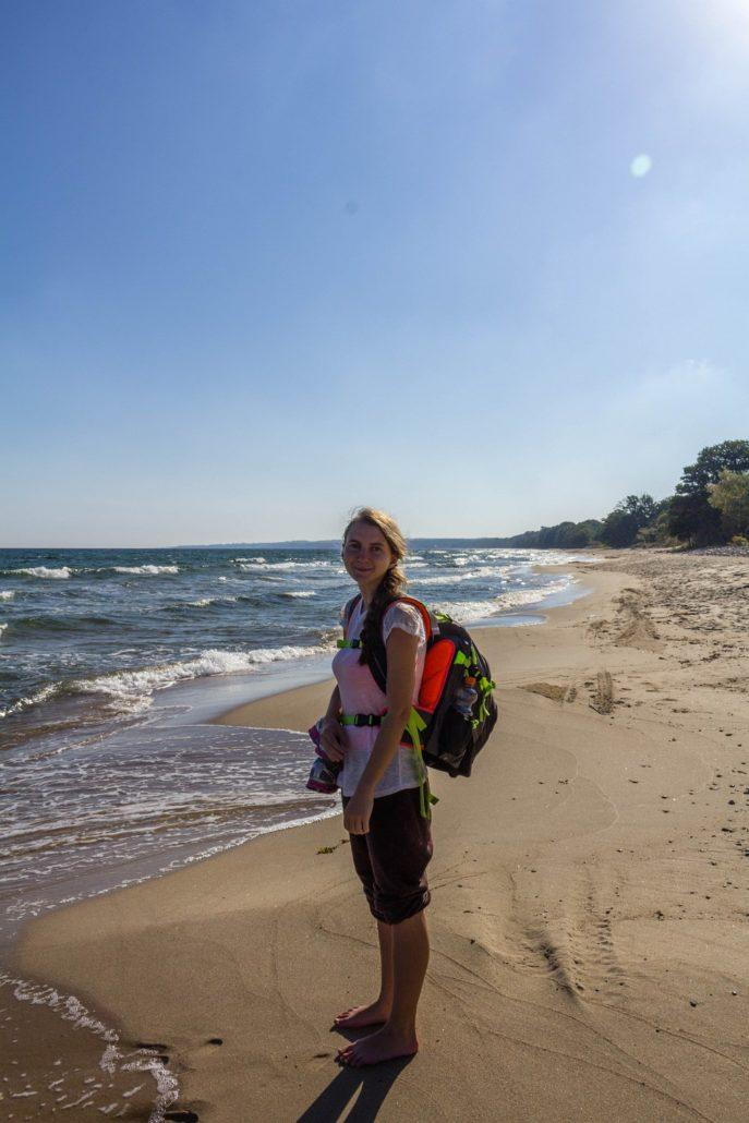 Caterina am Strand im Nationalpark Stenshuvud